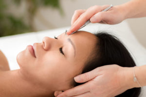 Durch Akupunktur-Massage stärkst du dein Abwehr-Qi