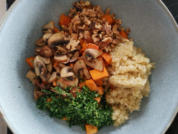 Süßkartoffel-Quinoa Bowl